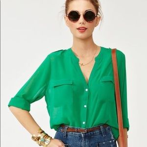 🌵🌵Kelly Green Blouse🌵🌵